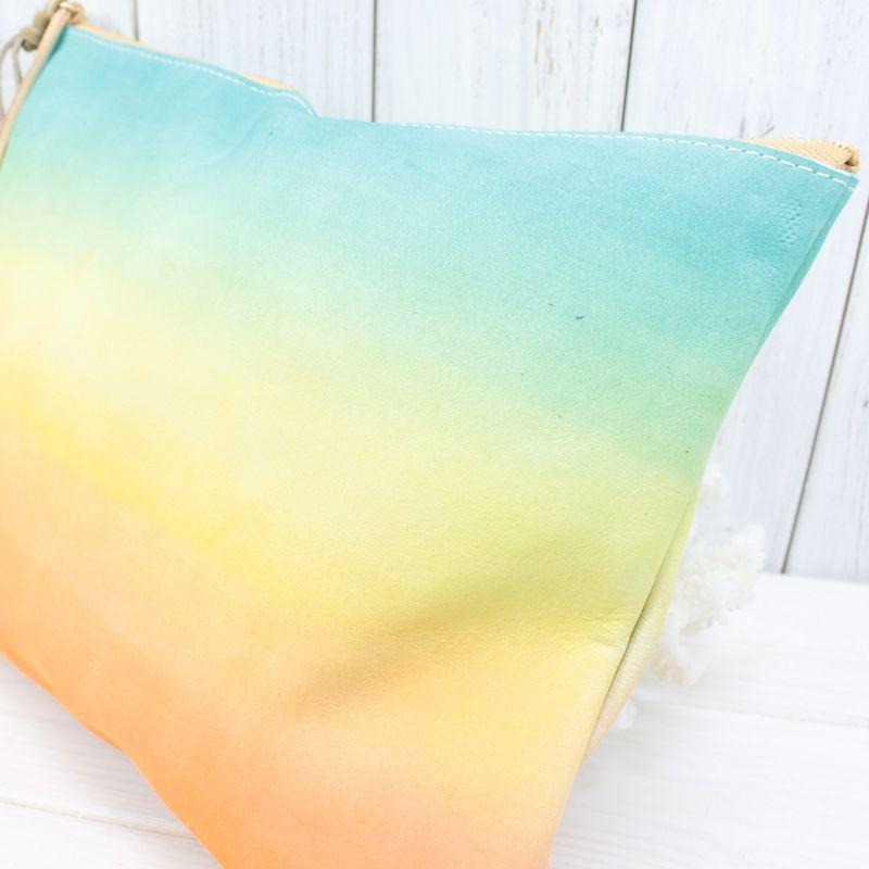 ayakawasaki独自のグラデーション染色により、海に沈むサンセットを見事に表現。世界のサンセットをイメージした美しいグラデーションをお楽しみください。<br />